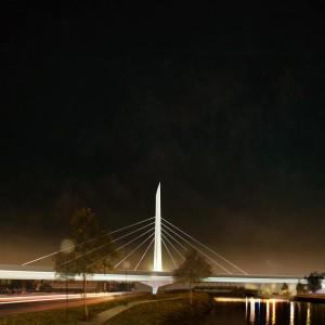 Mise en lumière du pont à haubans au-dessus du canal de Lachine, vue vers l'ouest