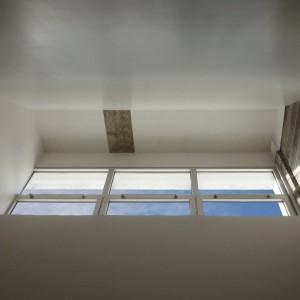 Fenêtres oubliées dans le plénum pendant plus de cinquante ans et dégagées en puits de jour