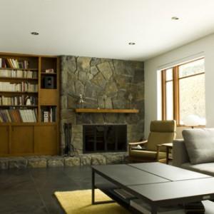 La remise en état du foyer et du mobilier intégré