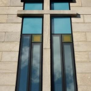 Le nouveau vitrage de l'ancienne résidence des sœurs, rue de Bellechasse