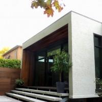 L'agrandissement à l'arrière qui donne sur la nouvelle terrasse et la cour